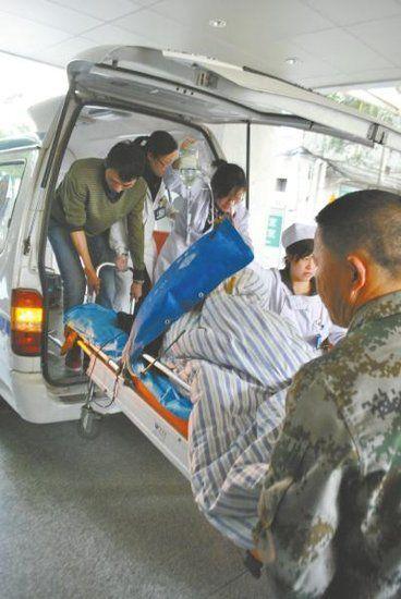 载着张菊的急救车顺利到达川北医学院附属医院。