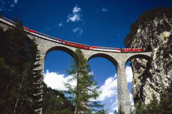 乘着红飘带朝拜阿尔卑斯圣山之旅(组图)