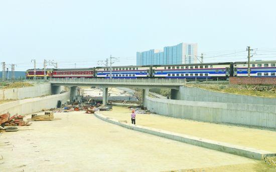 金芙蓉大道将在6月底之前通车,其宝成铁路下穿仍在建设中