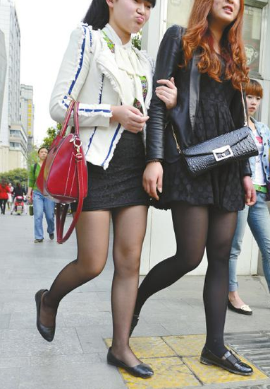 街头随处可见黑丝袜