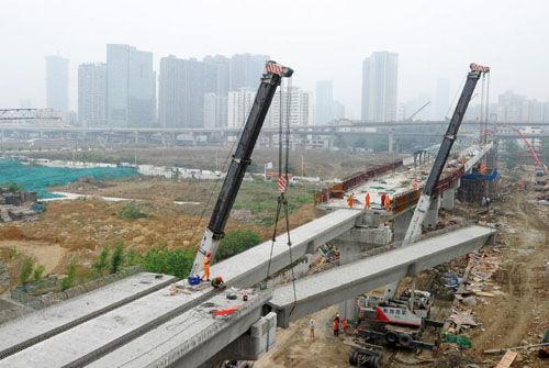 4月12日,双桥子节点正在进行吊装施工