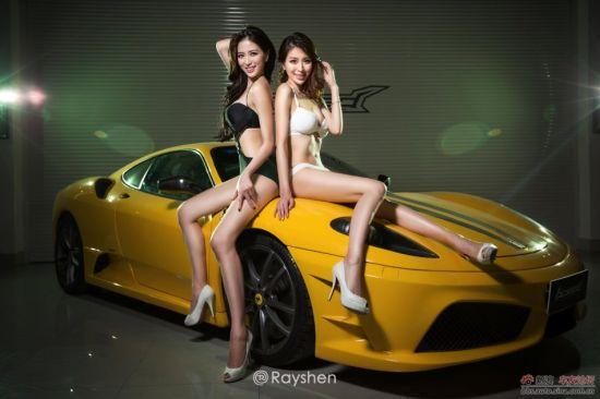 双胞胎美艳车模火辣性感