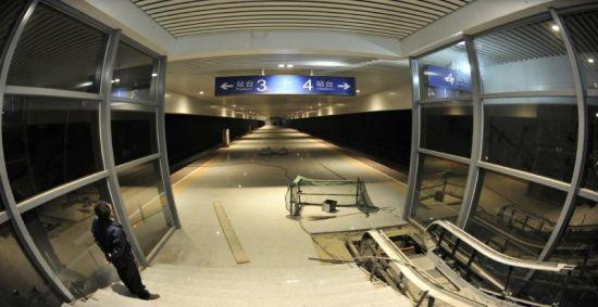 5月9日,建设中的成绵乐客专双流机场站站台。
