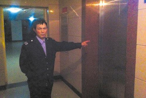 扯拐的其中一部电梯