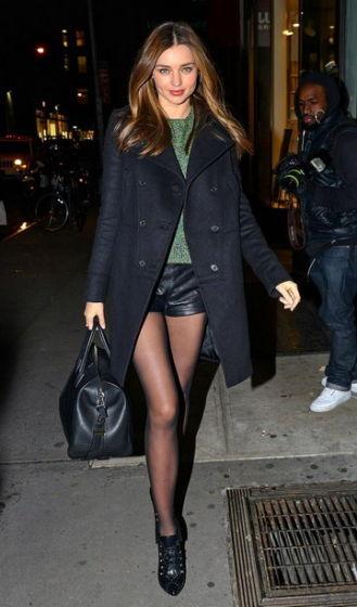 热裤搭配黑丝袜 米兰达可儿等女星火拼性感图片