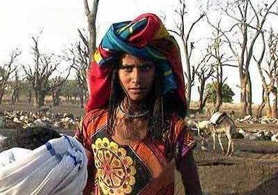 非洲努尔人女人也能娶妻做爸爸