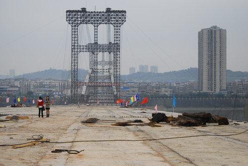 资阳沱江三桥施工索塔倒塌