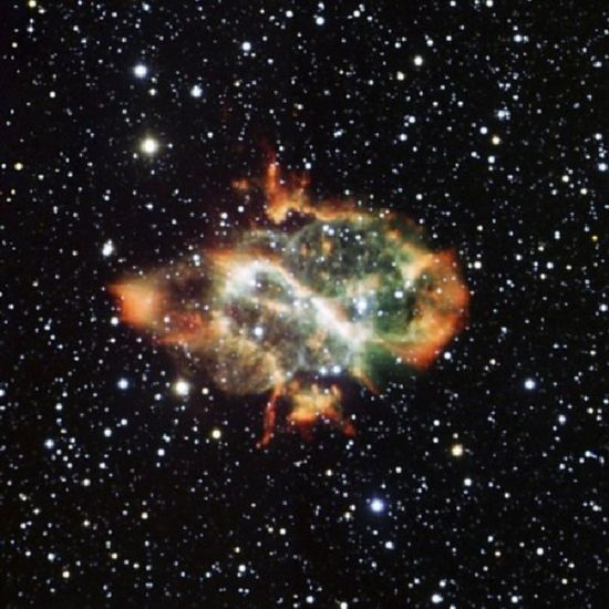 天文学家利用望远镜在宇宙中拍下一幅看起来与中国龙非常相似的星云图