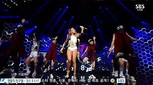 韩国女子组合2ne1成员cl穿内裤登台表演