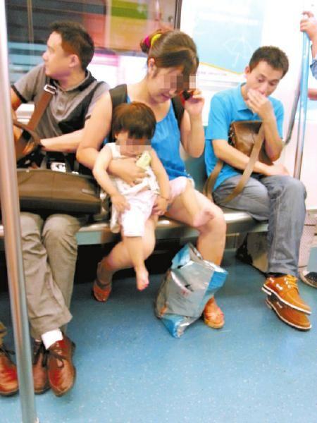 6月14日,又有小孩在地铁上尿尿
