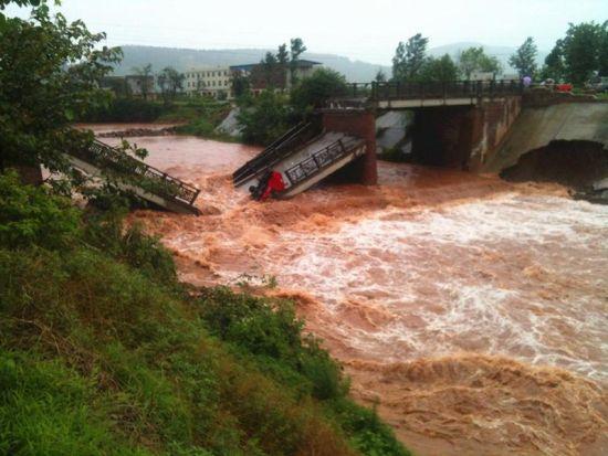6月30日,宝凤桥垮成两截