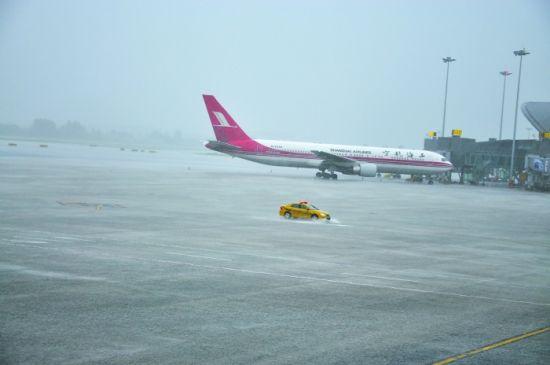 昨日,双流机场遭遇雷阵雨天气,被迫关闭1个半小时 双流机场供图
