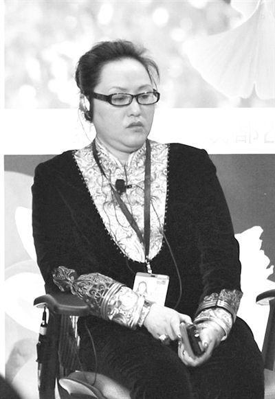 """6月7日,成都国腾实业董事长何燕以""""何然""""的名字出席了在成都举办的财富全球论坛。资料图"""