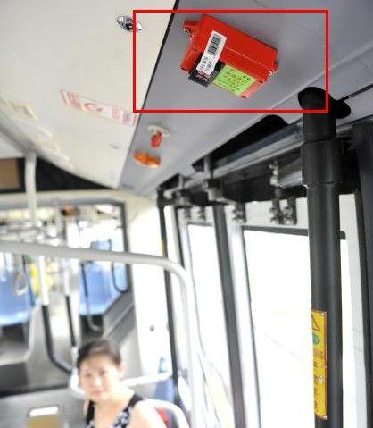 安装在快速公交的破玻开关。