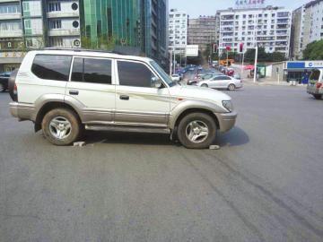 越野车开车如何判断左右距离图解