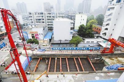 地铁4号线唯一一个主体结构采用盖挖法施工的车站
