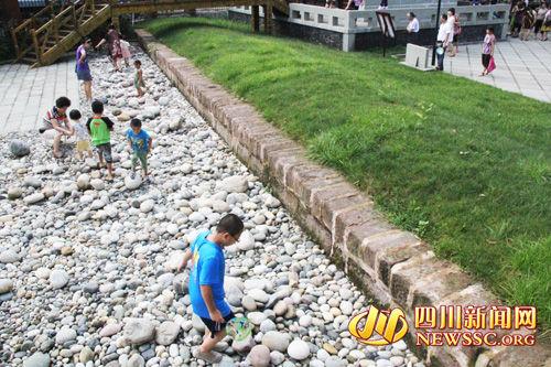 九里堤遗址。尚存的堤埂一段长约28米,宽6米