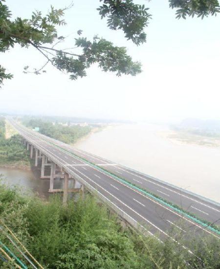 尽管主线具备通车能力,但乐雅高速并未全线通车。