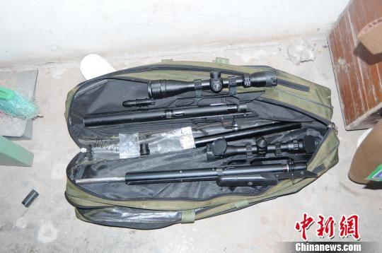 缴获的枪支 警方供图 摄