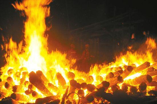 """""""已经封闭4个月之久的木材市场为何发生大面积火灾"""