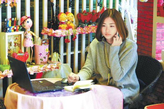 杨晓芳和她的小店。图据网络
