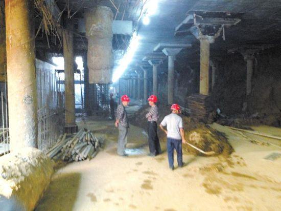正在施工的文化路地下商场。