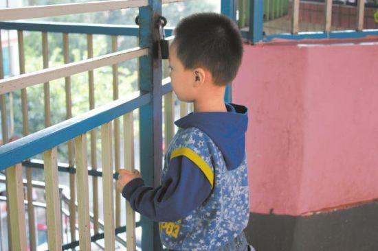 在幼儿园的彬彬在幼儿园的彬彬。。