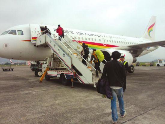 昨日中午,宜宾到杭州方向乘客登机