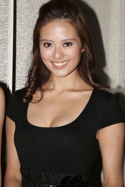 香港女星许亦妮被指拍床戏前拔毛 竖