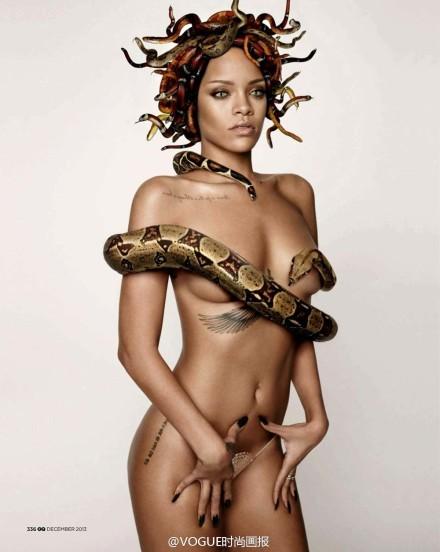 蕾哈娜全裸脖缠头绕蟒蛇拍写真