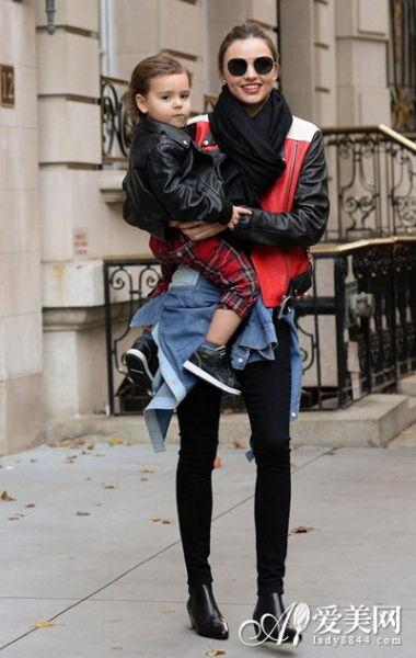 米兰达缺席维秘 潮流街拍时尚不离身图片