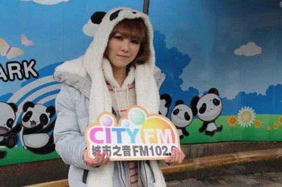 韩国可爱教主Hari 与熊猫可爱大比拼 新浪四川娱乐图片