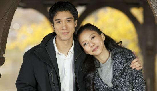王力宏与女友幸福相拥