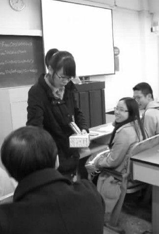 川大性学选修课:老师教戴套 学生坦言太尴尬