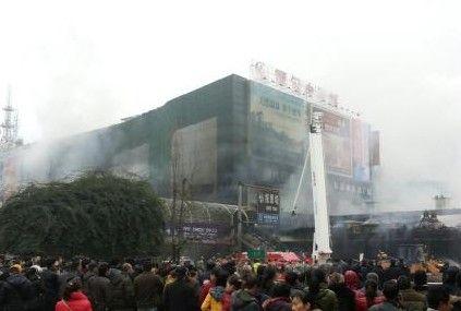 商场外观遭受破坏