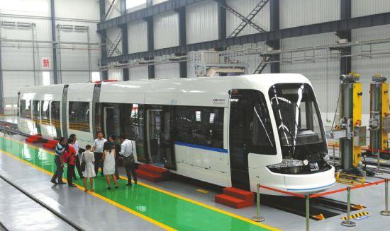 新津新建成的新筑轨道交通产业基地,车辆生产车间。(资料图)