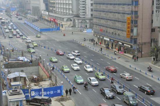 1月25日,成都市红星路二段正式双向通行