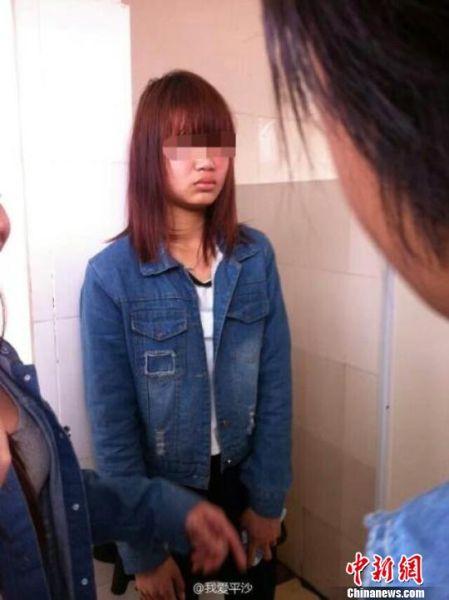 """珠海平沙一女孩在公厕遭到多名女生围殴,""""@我爱平沙""""7日在微博上公布了此事,一下子引发了众多博友的关注 @我爱平沙 摄"""