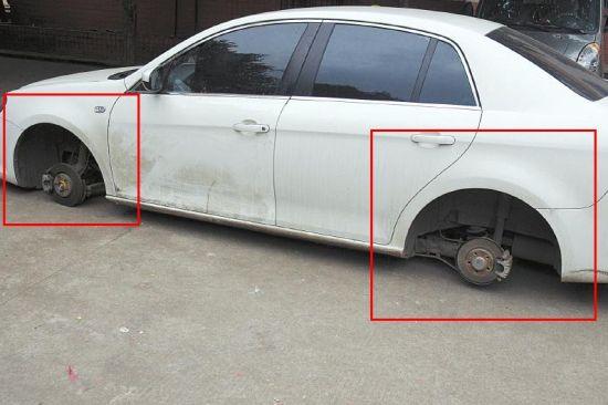 车停小区轮子被偷。