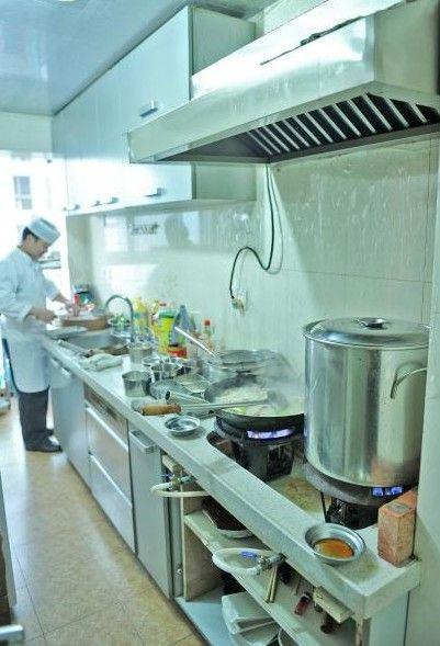 3月2日,成都梓潼桥正街一小区内的私房菜馆。