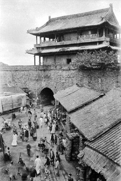 上世纪四十年代的成都城墙。