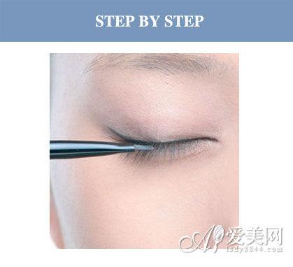 肿眼泡必学眼妆画法 微扬眼线扭转颓势