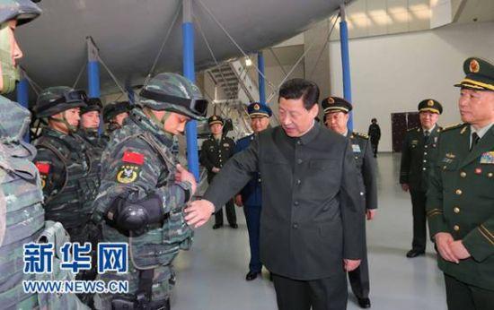 习近平视察武警部队特警学院 称要坚决打击暴恐图片