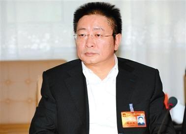 毛小兵 1965年4月生,湖南常德人,1985年7月参加工作,中南大学资源与安全工程学院资源与环境经济学专业毕业,在职研究生学历,工学博士。