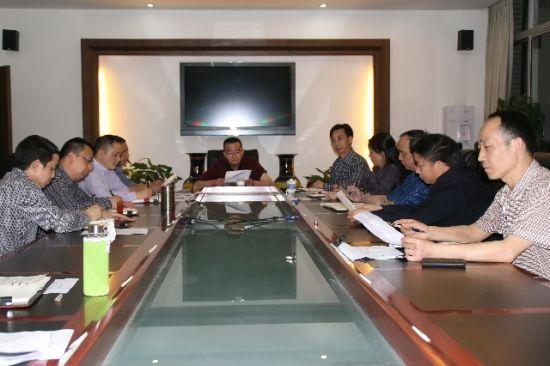 棠湖中学召开群众路线教育实践活动领导干部学习会