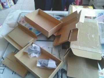 表妹收到的包裹只有充电器。(受访者供图)