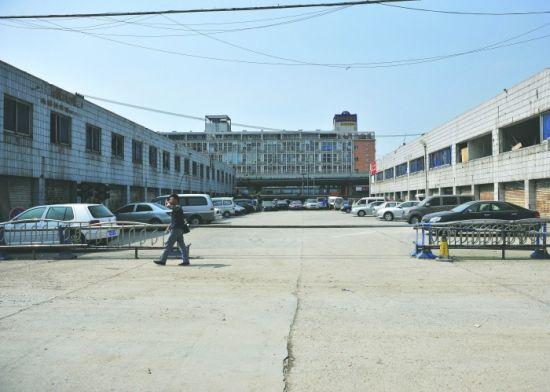 这个屡次乱收费的停车场位于沙湾路。