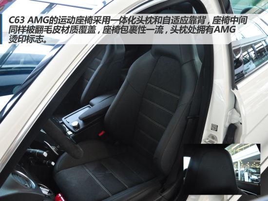与其他奔驰车型一样,座椅调节按钮位于车门上方,并带有3组记忆功能