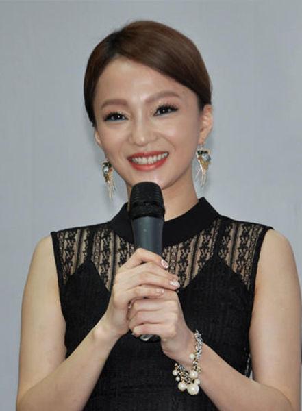 张韶涵黑色蕾丝现身蓉城 歌迷直呼太瘦了图片