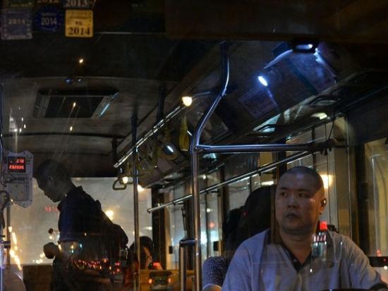 夜探成都通宵公交